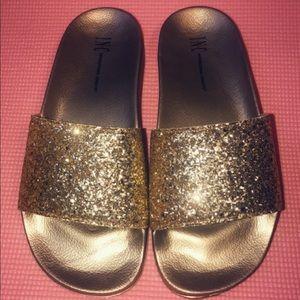 Summer flip flops,be shine ,size7/8